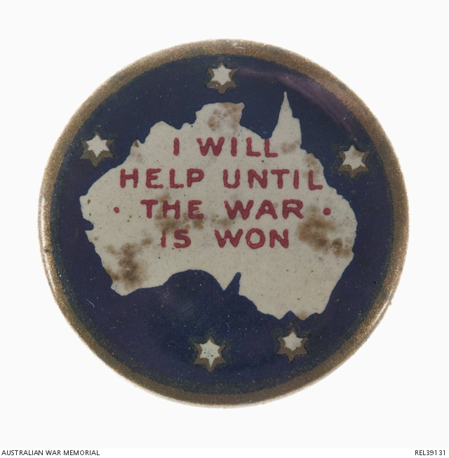 A small World War One fundraising badge.
